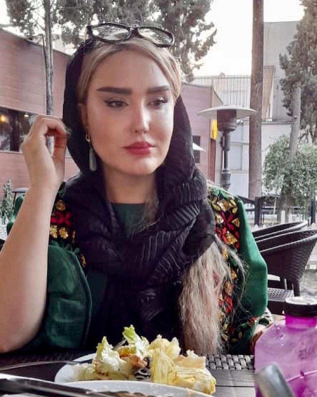 zohrefakour_1625969823_3