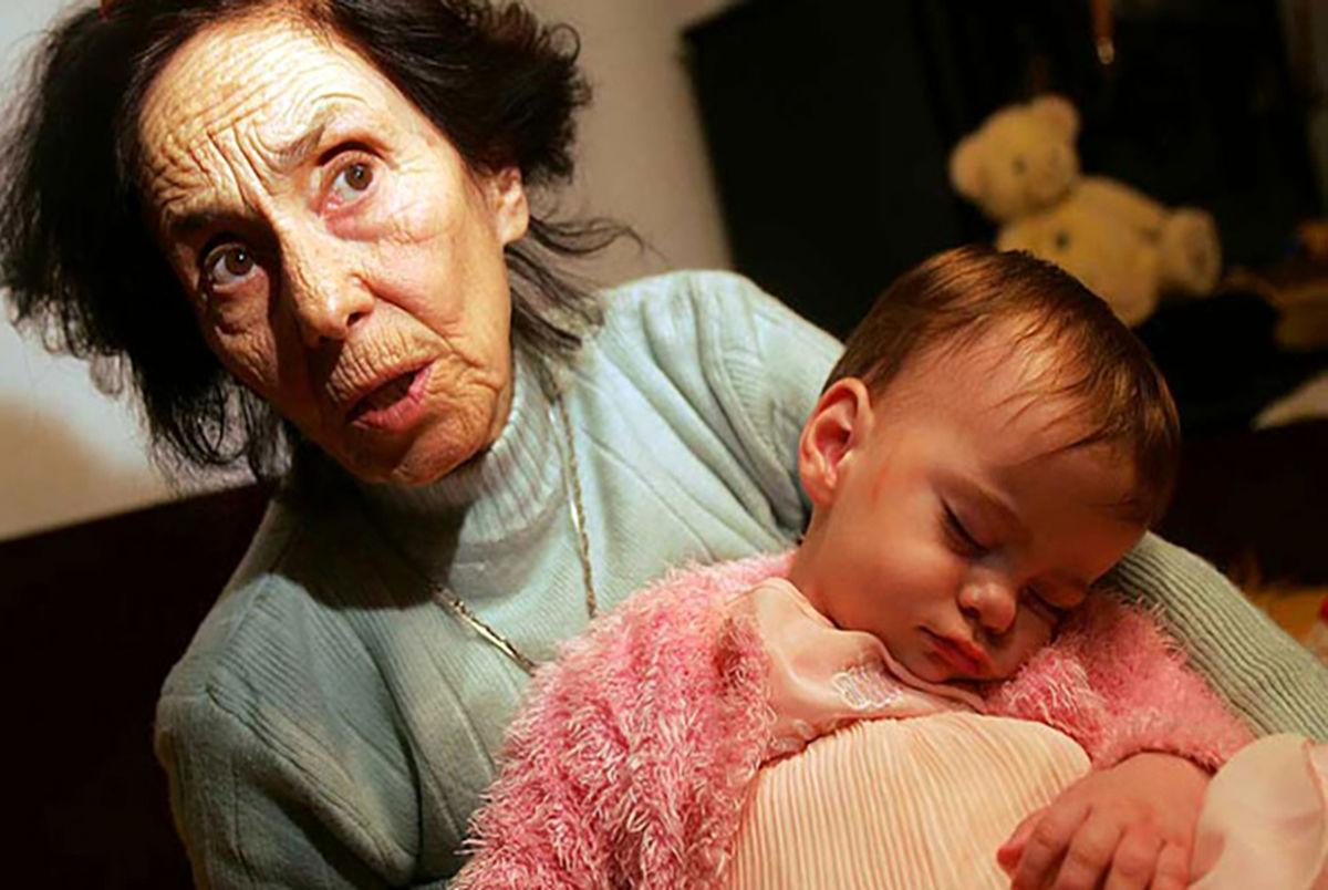 (عکس) زن 66 ساله اولین فرزندش را به دنیا آورد!