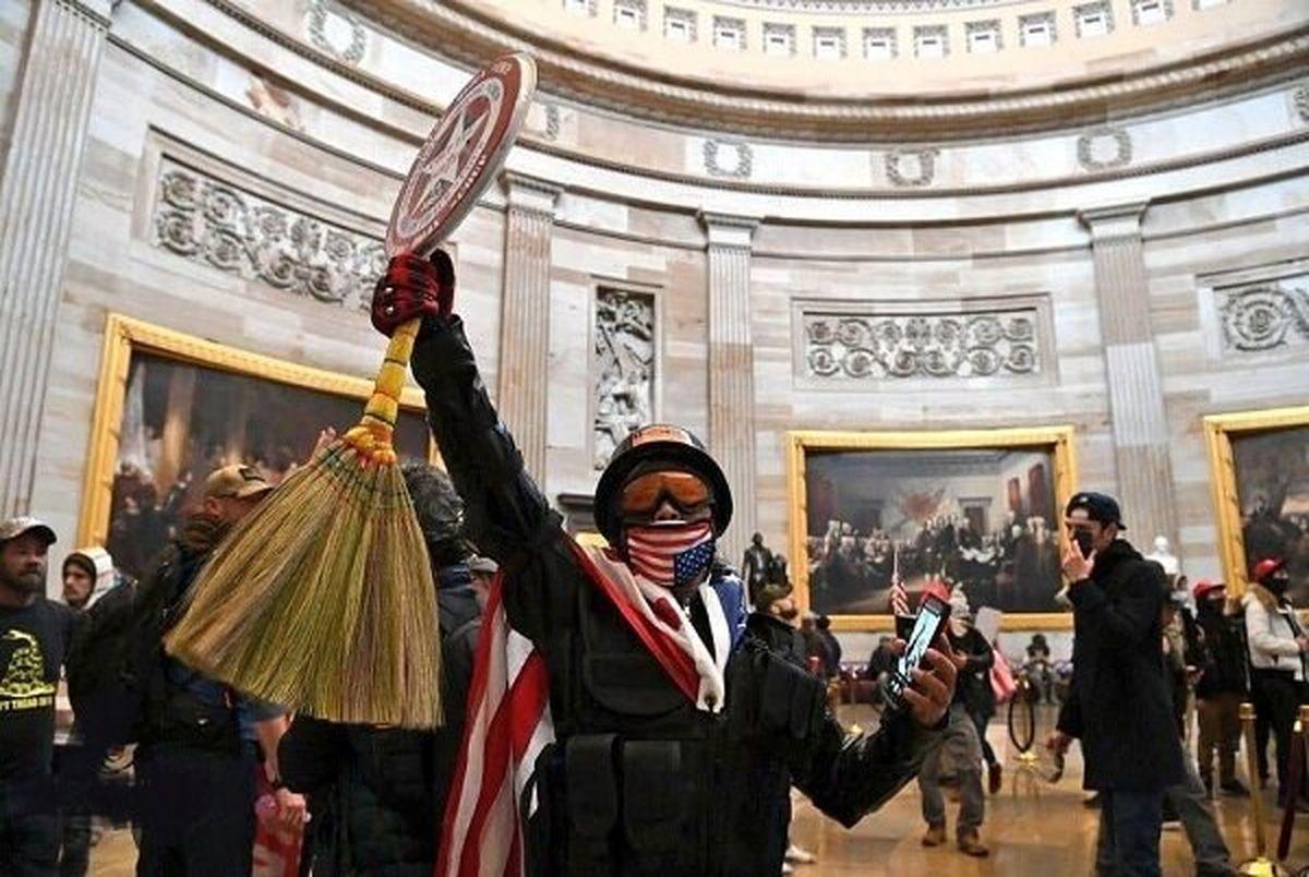 (عکس) جارو رشتی چگونه به کنگره آمریکا رسید!
