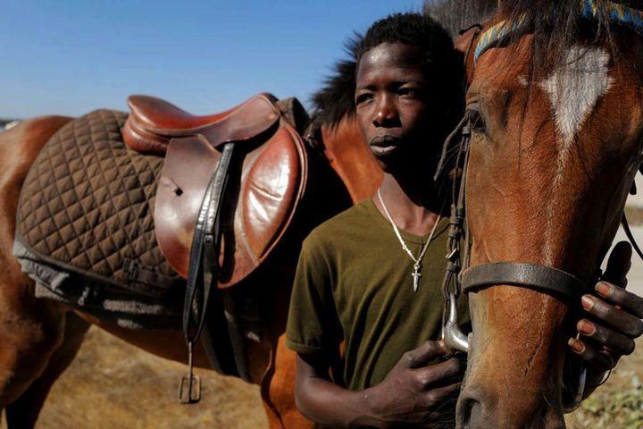 نوجوان سنگالی که با سوارکاری به شهرت رسید