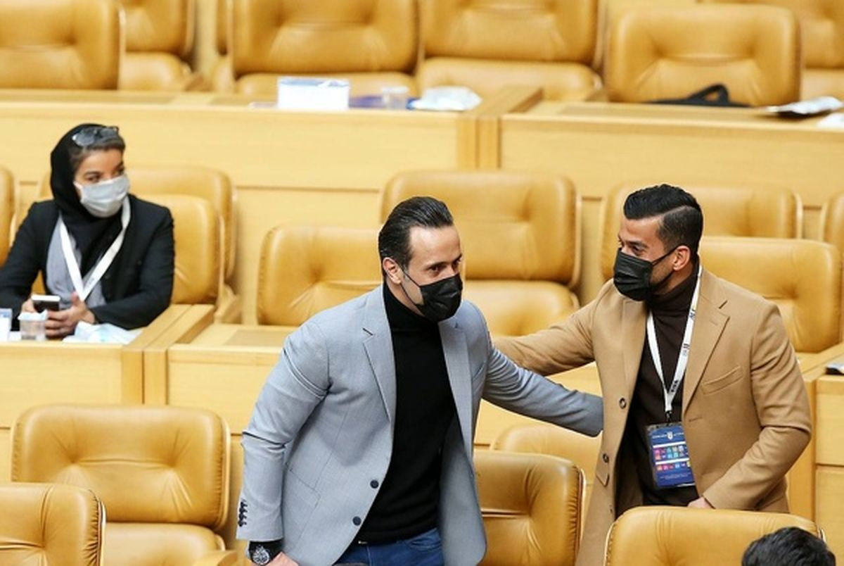حملات تند هواداران علی کریمی به رای احسان حاج صفی