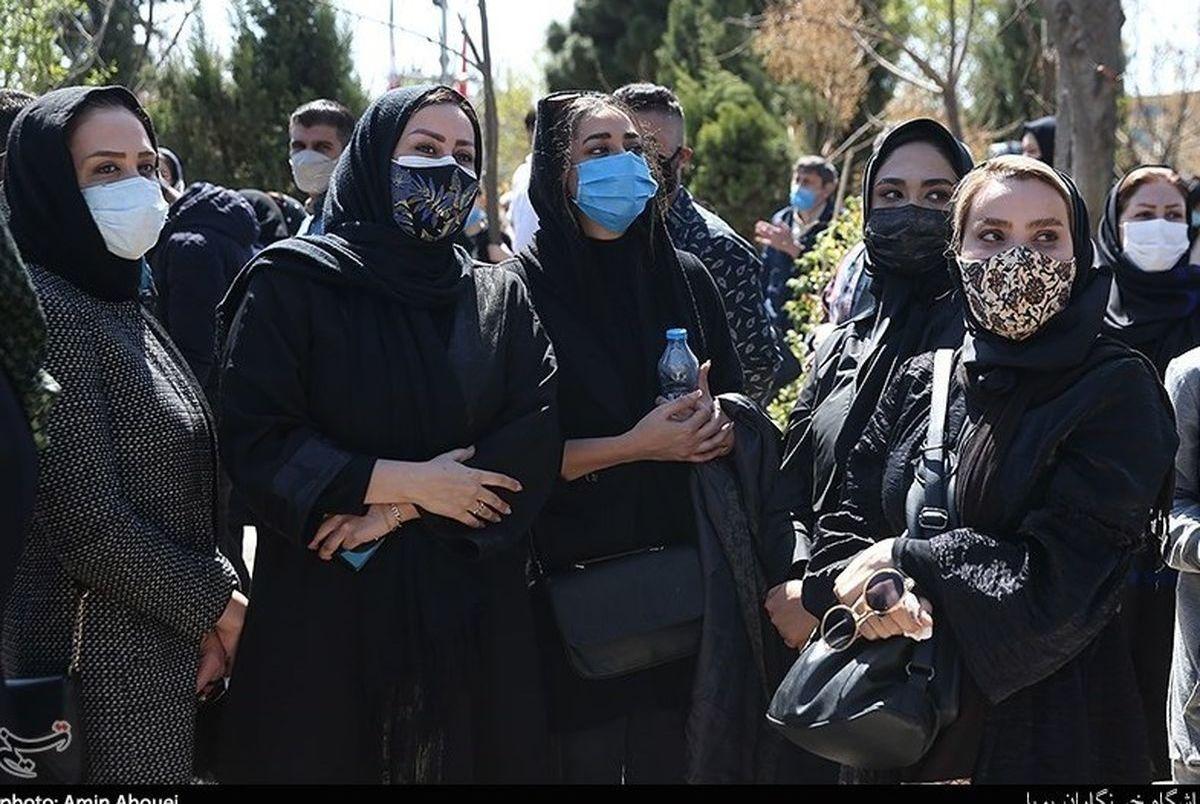 حضور مجریان معروف در مراسم خاکسپاری آزاده نامداری+عکس