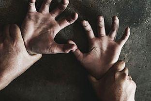 (عکس)تجاوز پدر به دختر 17 ساله؛ این دختر جن بود!