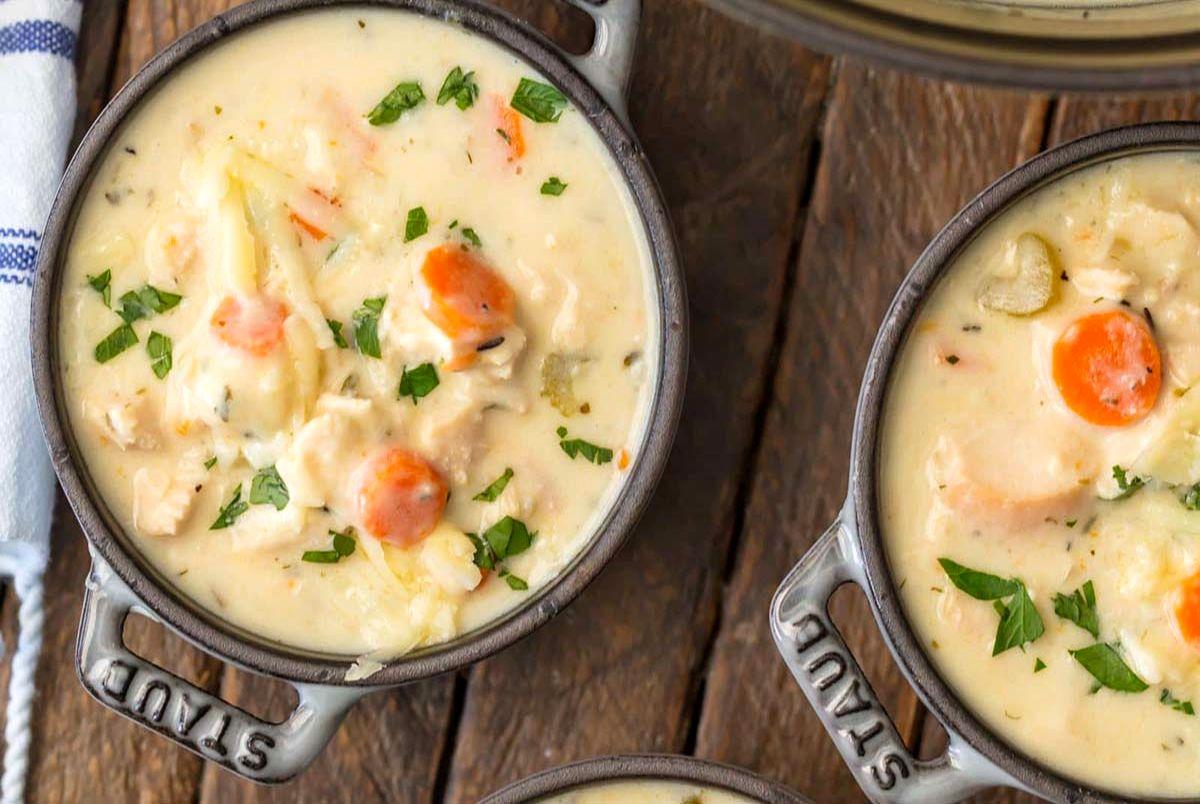 طرز پخت سوپ مرغ رشته فرنگی با خامه