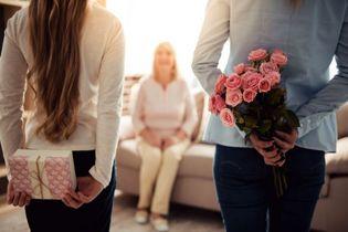 راهنمای خرید کادو؛ هدیه روز مادر و زن چی بخریم؟