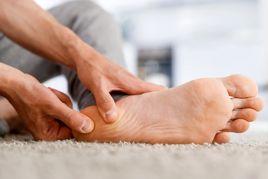 خارپاشنه چیست؟ از نشانهها تا علل و درمان